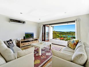 MODERN DUPLEX - PICTURESQUE ESTUARY and COASTAL VISTAS - Currumbin