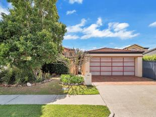 CHARACTER FILLED TOWNHOUSE IN FANTASTIC LOCATION - Bundall