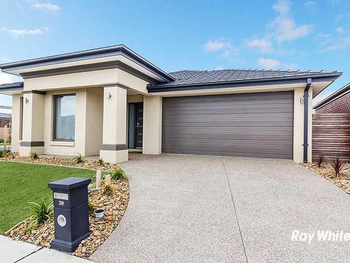 39 Joanne Way, Officer, VIC