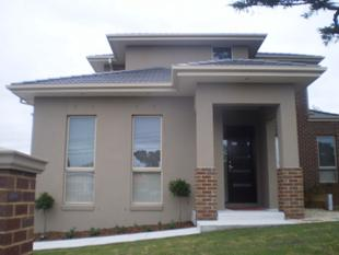VERY LARGE AND AS NEW TOWNHOUSE - ONLY 50 METRES TO HOLMESGLEN TAFE - Chadstone