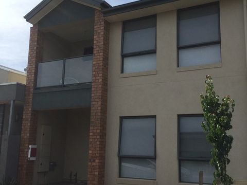 Blakeview, 8 Rollings Way