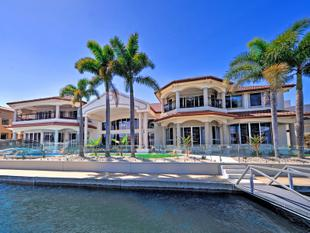 Magnificent Mansion on a Double Block with Wide 51m* Water Frontage - Sovereign Islands