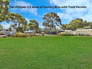 The Ultimate 2.5 Acres of Country Bliss with Truck Permits, 3 phase power and 30 kwatts of Solar - Lewiston