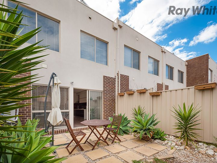 7 The Entrance, Caroline Springs, VIC