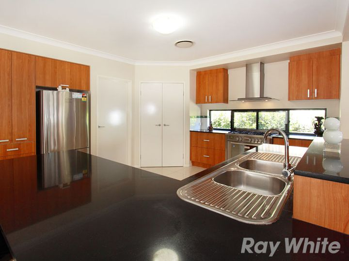 23 Apulia Place, Bridgeman Downs, QLD