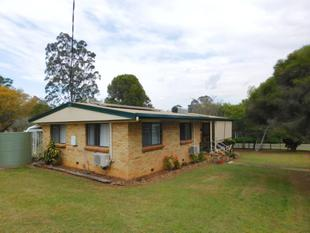 COMFORTABLE COSY AND BRICK - Blackbutt