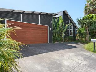 TROPICAL GARDENS BY THE BEACH - Papamoa