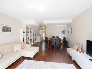 Superb renovated townhouse with large garden - Willoughby
