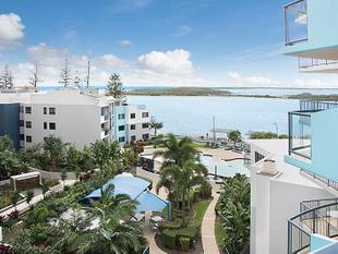 Views And Beach Within Reach - Caloundra