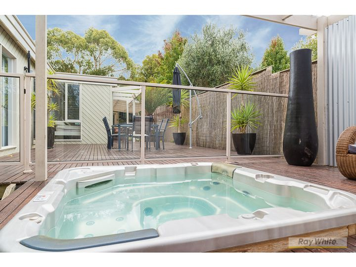 1 Iona Court, Cowes, VIC