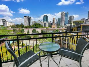 INVESTORS LUCKY FIND! - Kangaroo Point