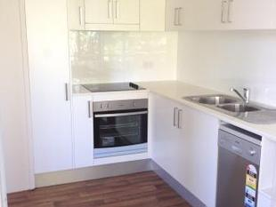 Light filled newly renovated  2 bedroom unit - Dee Why