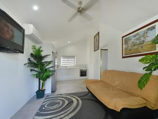 NOTHING LEFT TO DO- COMPLETELY RENOVATED - Mooroobool