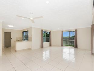 Well Presented Stand Alone Townhouse in Greenview - Mount Louisa