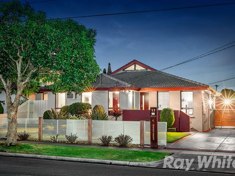 Dandenong North, 17 Downard Crescent