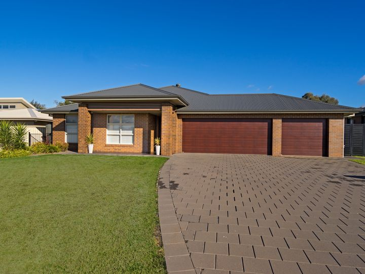 74 Lakeside Circuit, Dubbo, NSW