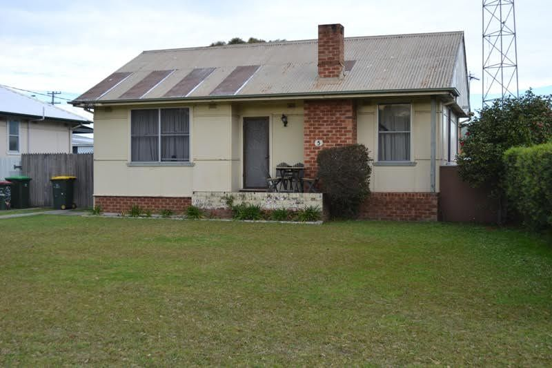 House leased unanderra nsw 5 chapman street for Chapman house