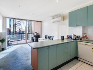 Light Filled Two Bedroom Apartment in Dockside Tower - Melbourne