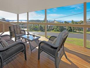 DUAL LIVING OPTIONS...HUGE DECKS...MASSIVE VIEWS... - Batehaven