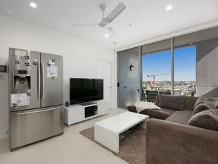 Top floor with parkland views! - South Brisbane