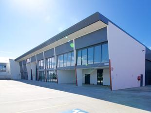 225m HIGH QUALITY OFFICE / WAREHOUSE / SHOWROOM IN BRENDALE - Brendale