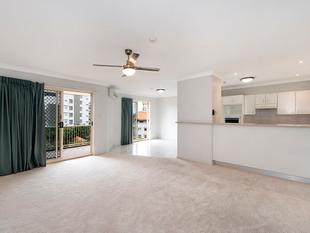 Top Floor Apartment in Wellington Towers - Kangaroo Point