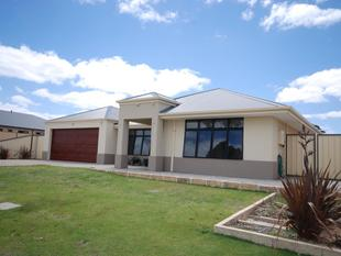 MODERN HOME WITH ALL THE BELLS AND WHISTLES! - Wagin