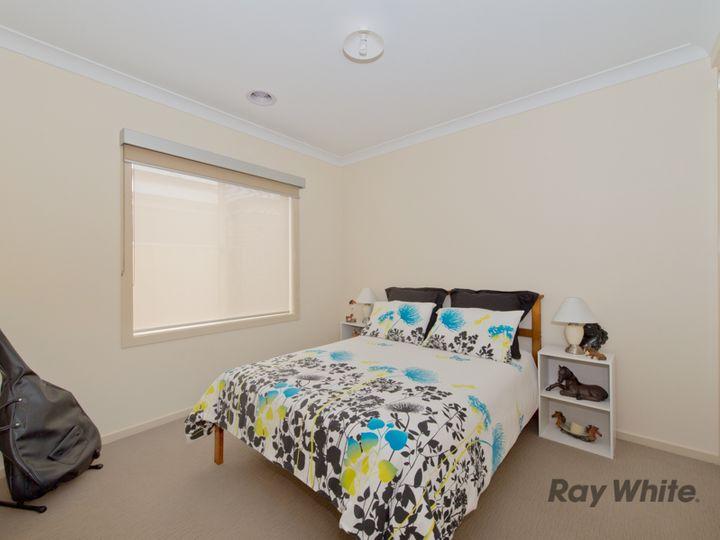 20 Finlay Avenue, Melton West, VIC