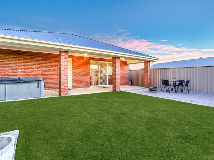 17 Andrew James Crescent, Hope Valley, SA