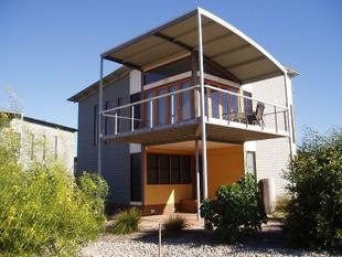 3 BEDROOMS, 2 BATHROOMS, DOUBLE GARAGE & QUALITY FURNISHINGS - Normanville
