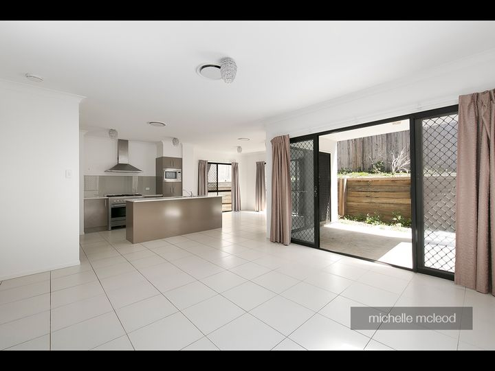 943 Moggill Road, Chapel Hill, QLD