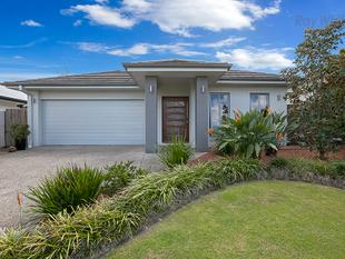 Stylish Metricon Home! 3 Big Bedrooms, 2 Living, Ducted AC - Simply Immaculate! - North Lakes
