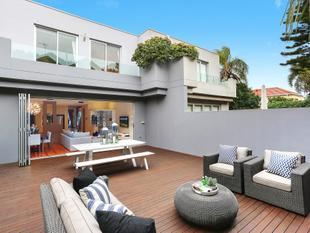 Entertainers' Home Embraces Ocean Views - Dover Heights