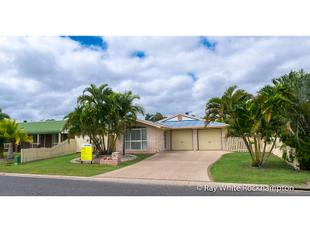 Family Home with Sparkling Pool - Kawana