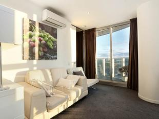 A landmark address offering luxurious living and sophisticated leisure - Docklands