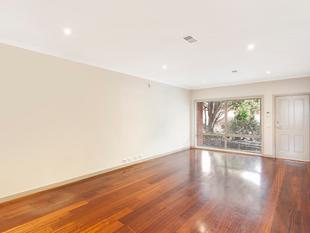 Adorable Family Townhouse with Private Courtyard - Murrumbeena