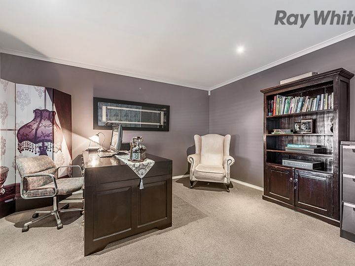 21 Thomson Way, Taylors Hill, VIC
