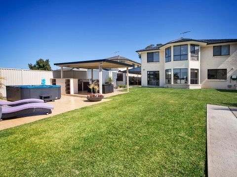 Barden Ridge, 25 Throsby Close