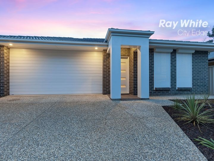 8B Firth Avenue, Northfield, SA