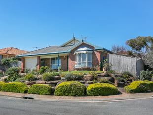 ATTRACTIVE HOME WITH 2 LIVING AREAS AND GREAT SEA VIEWS ! - Seaford Rise