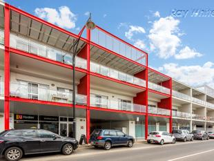 Spacious Apartment with Pool & Gym Facilities - Mawson Lakes