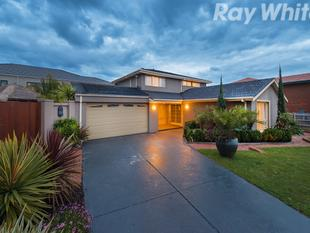A GENEROUS & BEAUTIFULLY PRESENTED 5 BEDROOM FAMILY - Wantirna South