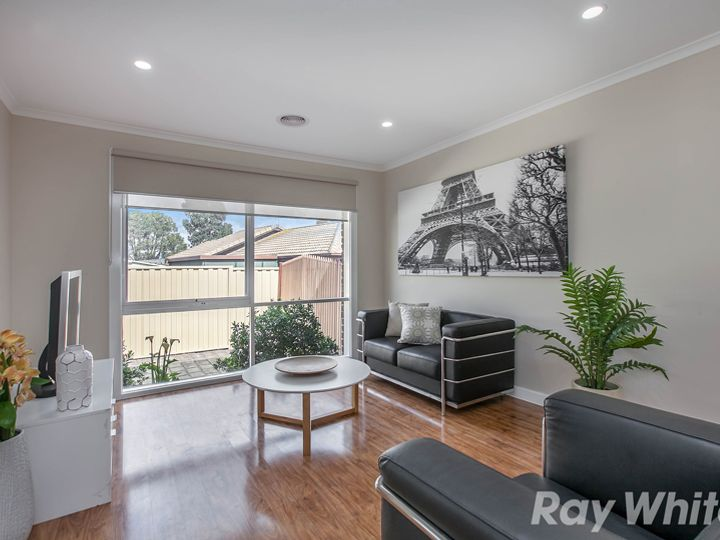 27 Pickworth Drive, Mill Park, VIC