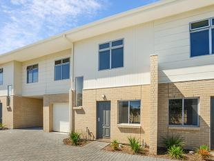 BRAND NEW, BRIGHT & EASY LIVING - Christies Beach