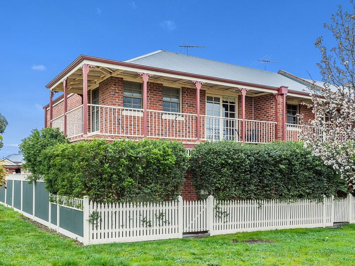 13 Meadowbank Lane, Craigieburn, VIC