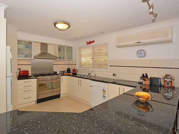 1 Shoreline Court, Urangan, QLD