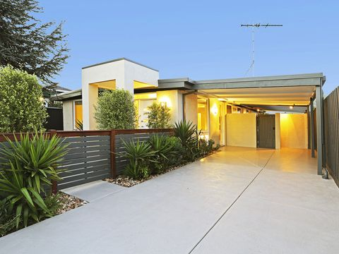 Grovedale, 18a Lewis Court