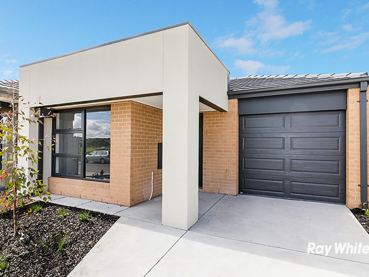 33 Grandvista Crescent, Cranbourne West, VIC