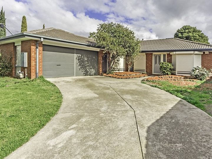 15 Golden Square Crescent, Hoppers Crossing, VIC