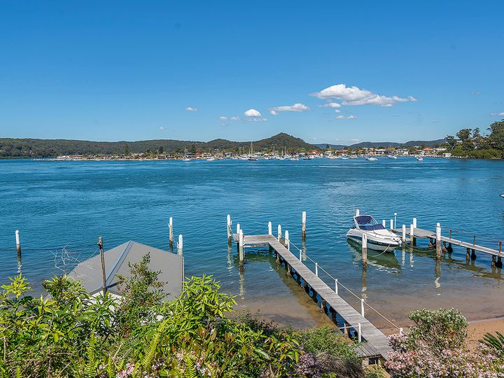 98 Daley Avenue, Daleys Point, NSW